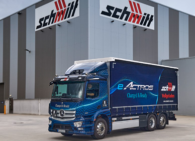 Erster seriennaher eActros fährt für Schmitt Logistik